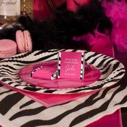 Czekoladka personalizowana to słodki upominek dla przyjaciółek wieczoru panieńskiego. Czekoladki wzbogacone są ozdobną etykietę.