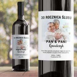 Etykieta na wino ze zdjęciem pary. Idealny upominek na rocznicę ślubu.