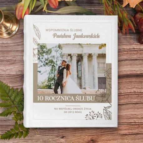 Album na zdjęcia w ramach prezentu na rocznicę ślubu. Personalizowany prezent dla bliskich osób.