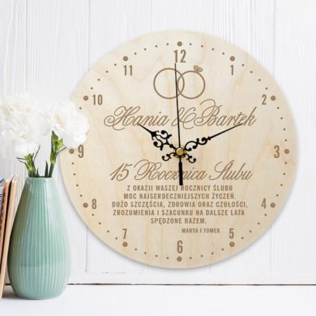 Zegar drewniany na prezent z okazji rocznicy ślubu. Wyjątkowy upominek z imionami i życzeniami.
