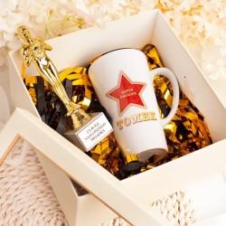 Zestaw prezentów dla świadka w eleganckim pudełku. Idealny podarunek za świadkowanie.