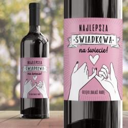 Ozdobna etykieta na butelkę alkoholu w różowym kolorze. Udekorowana w efektowną grafikę. Na podziękowanie dla świadkowej.