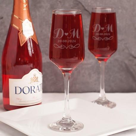 Kieliszki do szampana posiadają personalizacją. Kieliszki wzbogacone są o modne wzory graficzne.