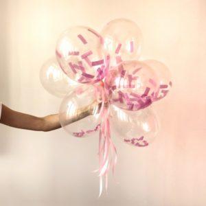 Transparentne balony z konfetti są śliczną i modną dekoracją na wieczór panieński w domu!