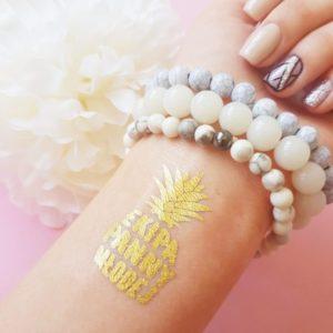 Świetne tatuaże na wieczór panieński z ananasem to must have tego sezonu!